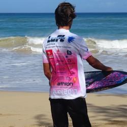 Eschathlon-Surfer am Baldwin Beach, Maui, Hawaii
