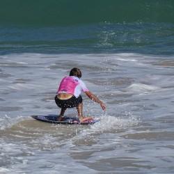 Eschathlon-Surfer in Action am Baldwin Beach, Maui, Hawaii (prämiertes Foto der Saison 2017)