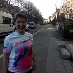 Eschathlon-Shirt in Brüssel - mit winzigem Atomium am Ende der Straße :-)
