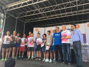 Erfahrungsaustausch -Stolze Sieger beim Halbmarathon und beim 10km-Lauf rahmendie Senioren unter den Läufernangemessen ein