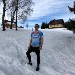 Dem Eschathlon-Shirt macht auch die Kälte in Tschechien nichts aus...